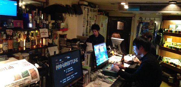 Un bar Famicom à Osaka !