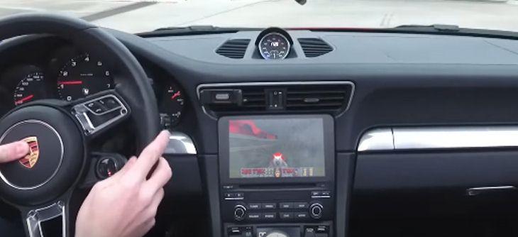 Modifiez votre Porsche 911 pour jouer à Doom !