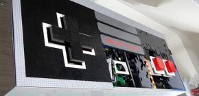 Une énorme manette Nintendo Nes en Lego