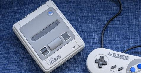 Hack de la SNES Mini - la console toujours sur le billard