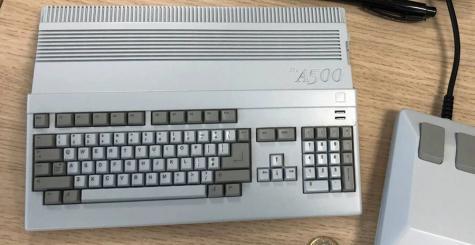 THEA500 Mini sortira le 31 mars 2022 - la version taille réelle + clavier fonctionnel suivra de près !