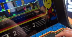 Avec Darkula, Locomalito vous emmène dans les salles d'arcades de 1983